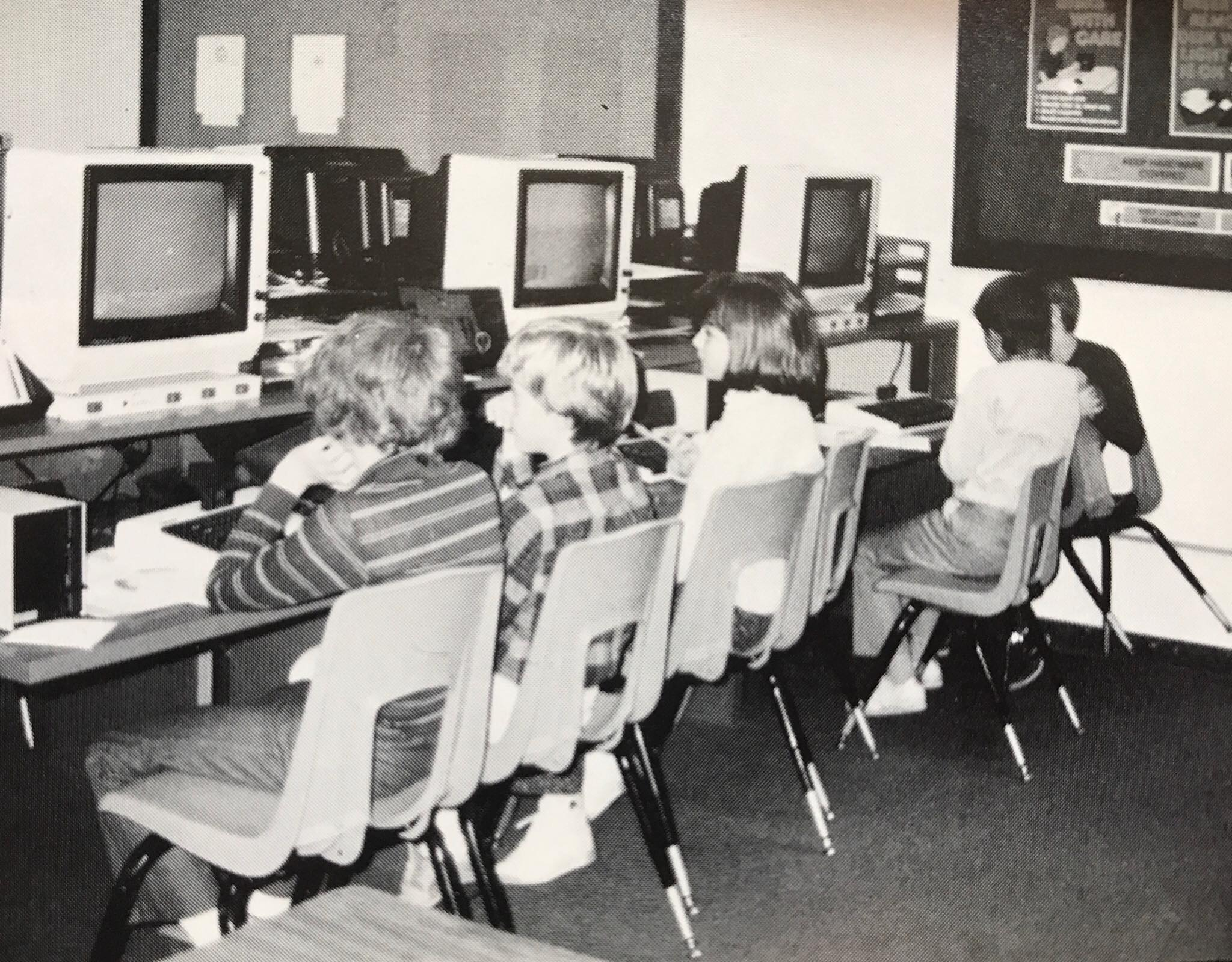 Gloria Dei Lutheran School computer lab, kids at computers 1