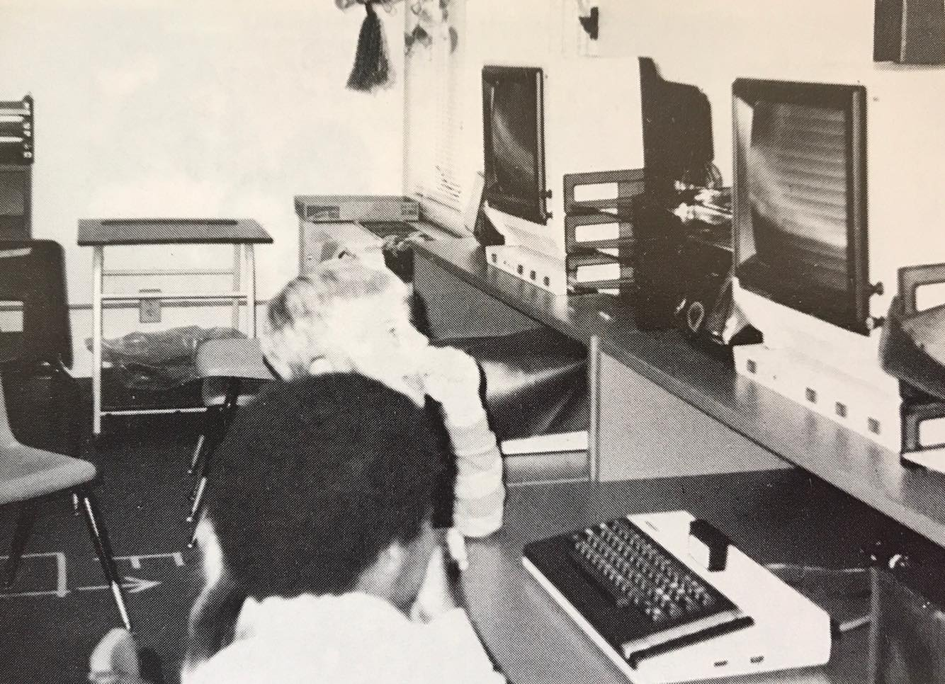 Gloria Dei Lutheran School computer lab, kids at computers